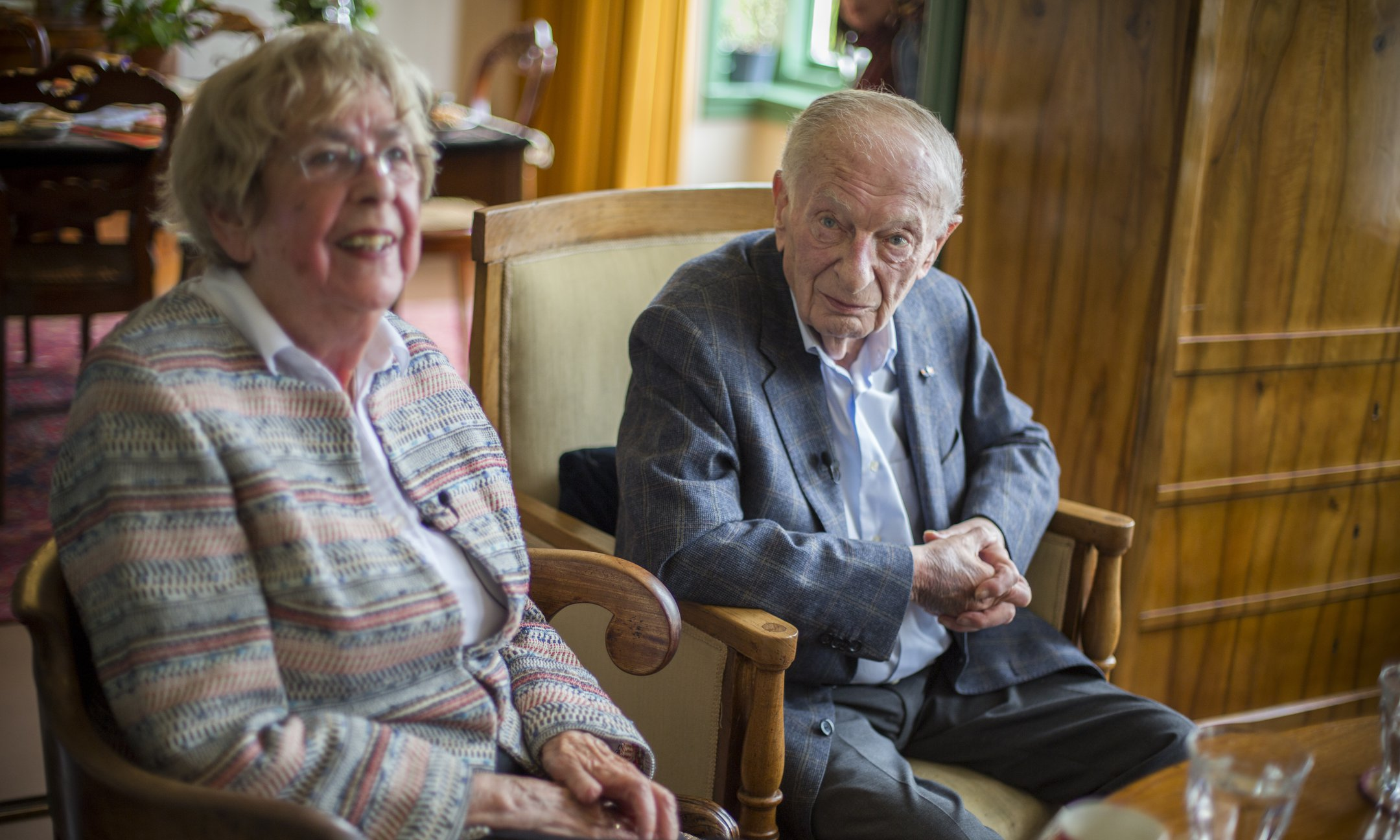 Former classmates Jacqueline van Maarsen (90) and Albert Gomes de Mesquita (89): 'What really matters is that we can eliminate discrimination. Anything that contributes towards that goal is good. And that's why I'm here.'