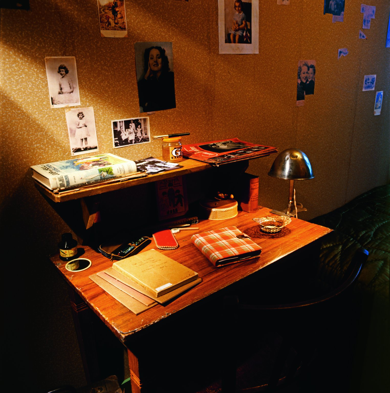 The little table in the room of Anne Frank and Fritz Pfeffer in the Secret Annex. Reconstruction, 1999.