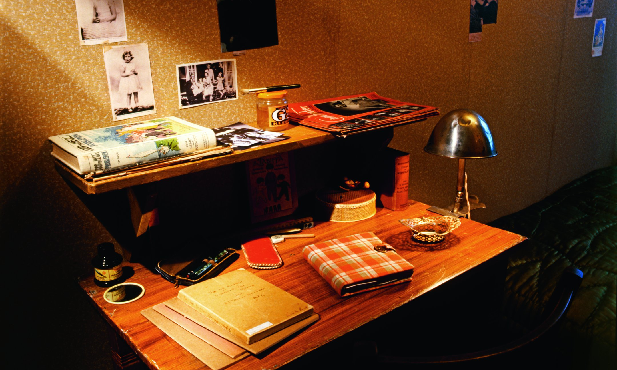 The desk in the room of Anne Frank and Fritz Pfeffer in the Secret Annex. Reconstruction, 1999.