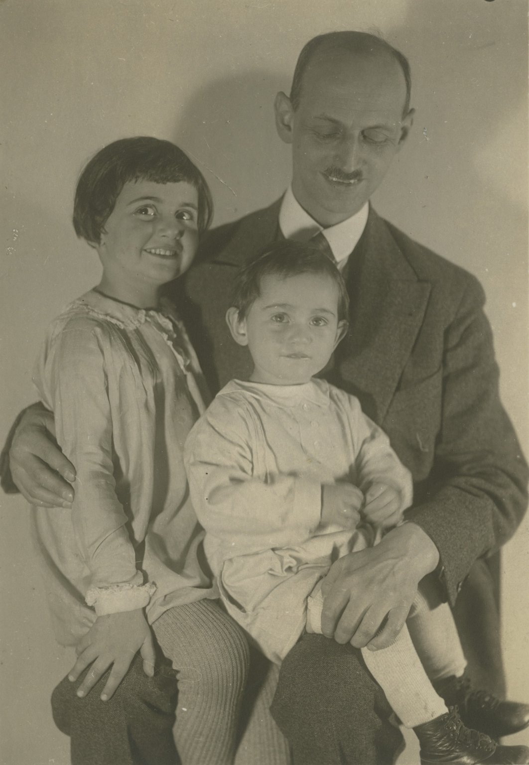 Otto Frank with his daughters Margot and Anne, 1931