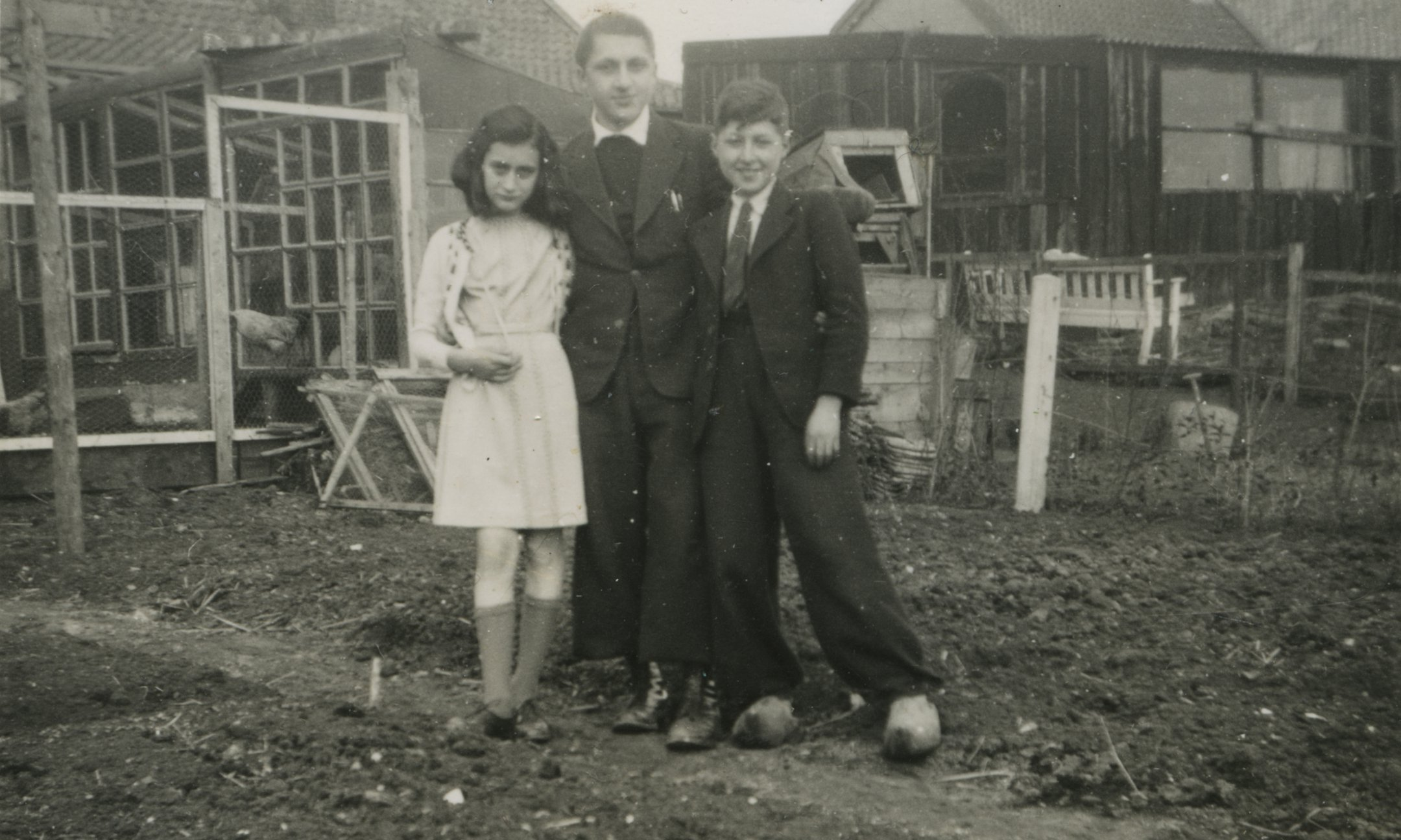 Anne with Hermann and Herbert Wilp in the vicinity of Amsterdam (around 1941)