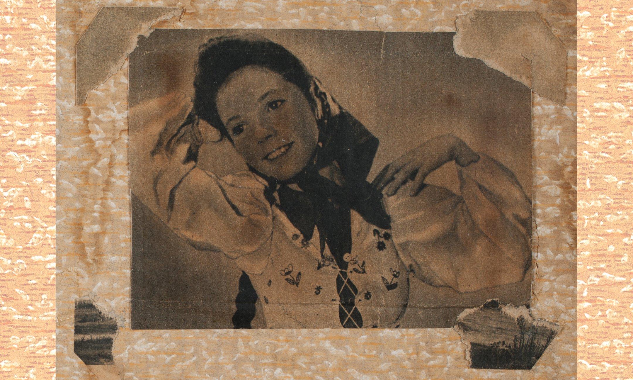 Een foto van Joyce van der Veen uit de Libelle van 3 oktober 1941. Joyce van der Veen is een talentvolle danseres en een buurtgenoot van Anne Frank op het Merwedeplein.