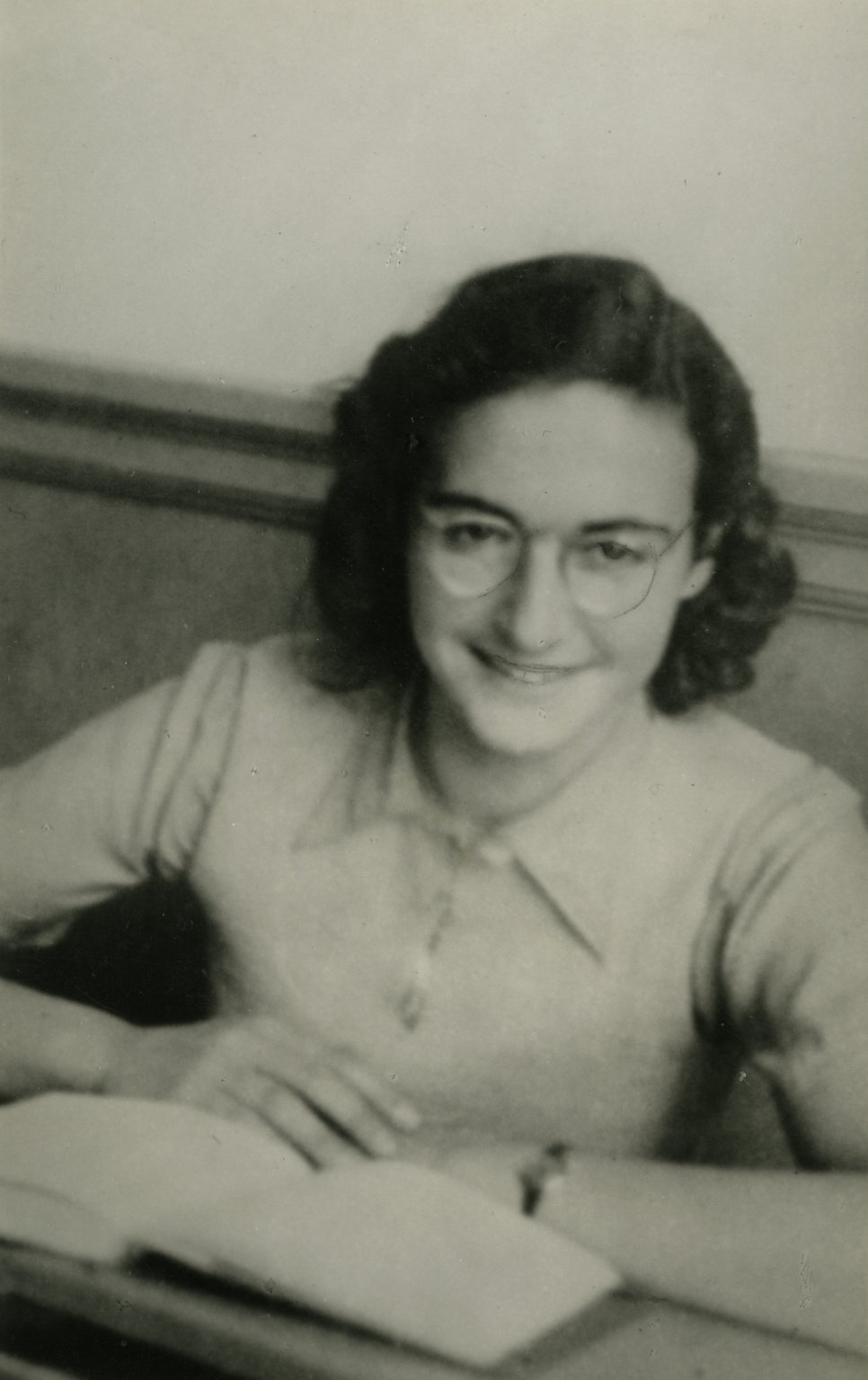 A school photo of Margot Frank at the Jewish Lyceum, December 1941.