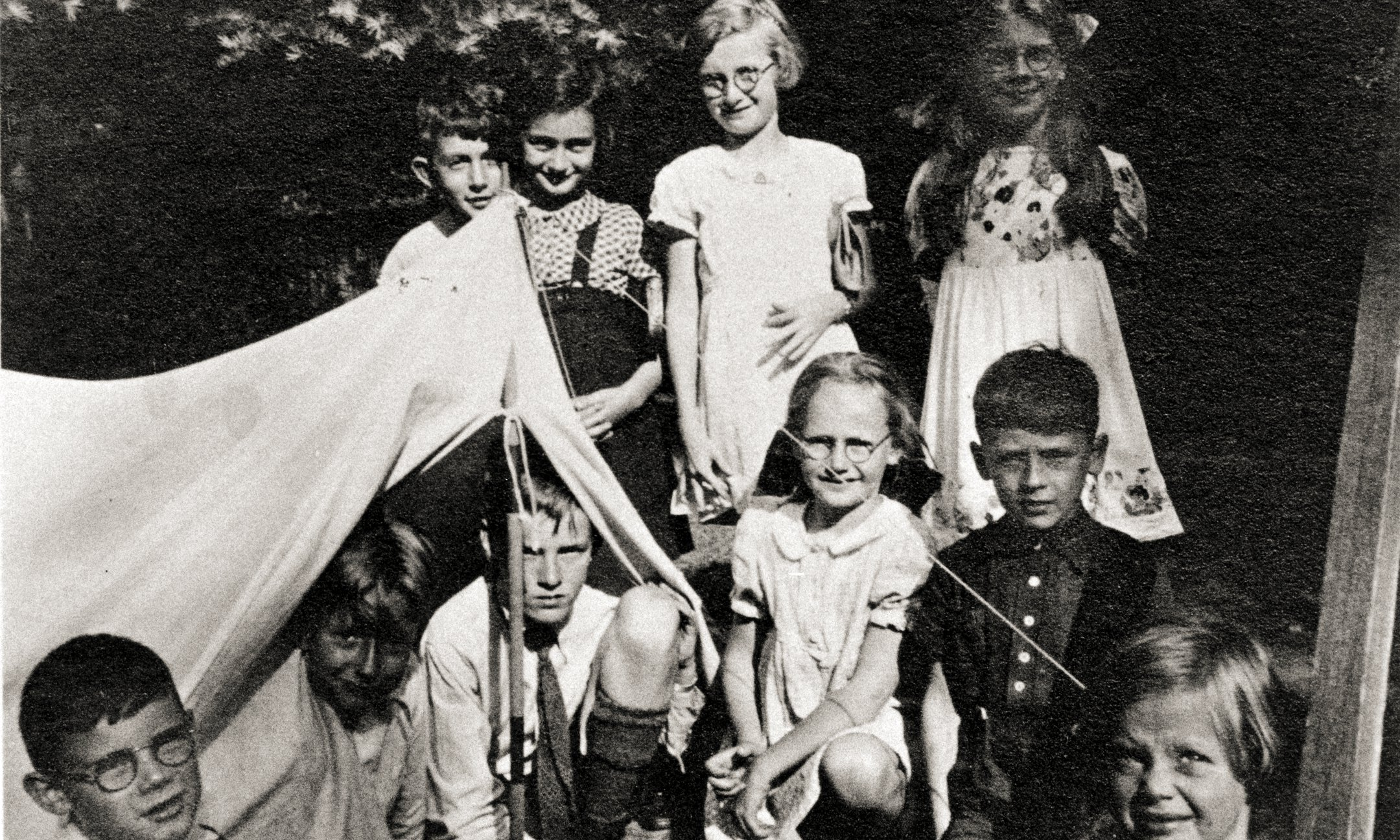 Anne Frank (back row, second from left) during a holiday in 'the children's house' in Laren, summer 1938.