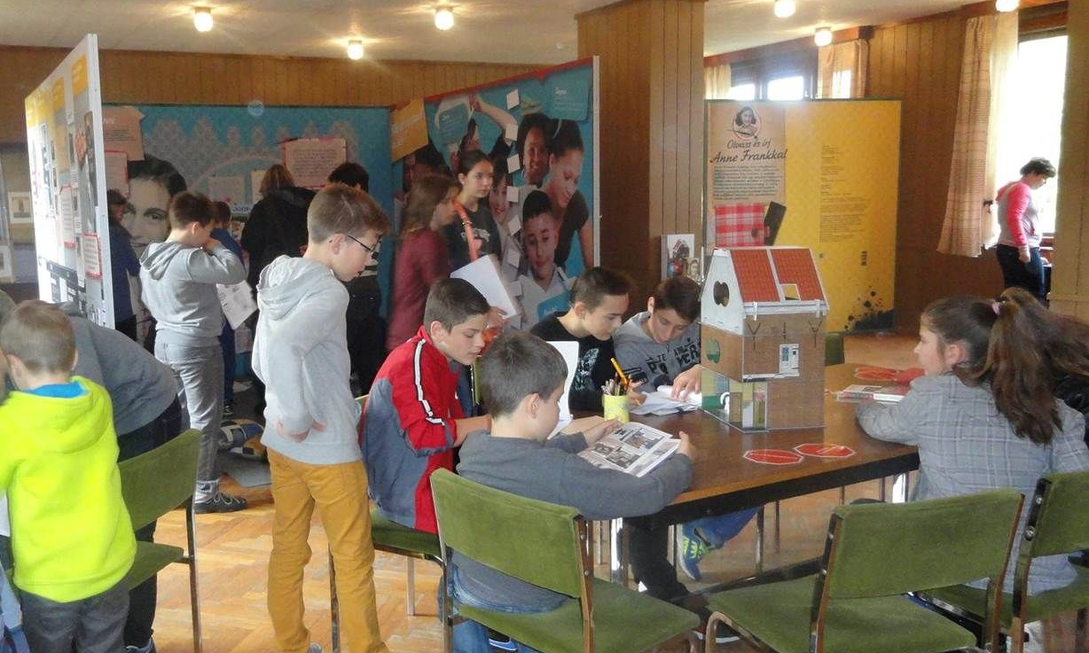 Workshop on the Reading and Writing with Anne Frank travelling exhibition in Székesfehérvár (2015)