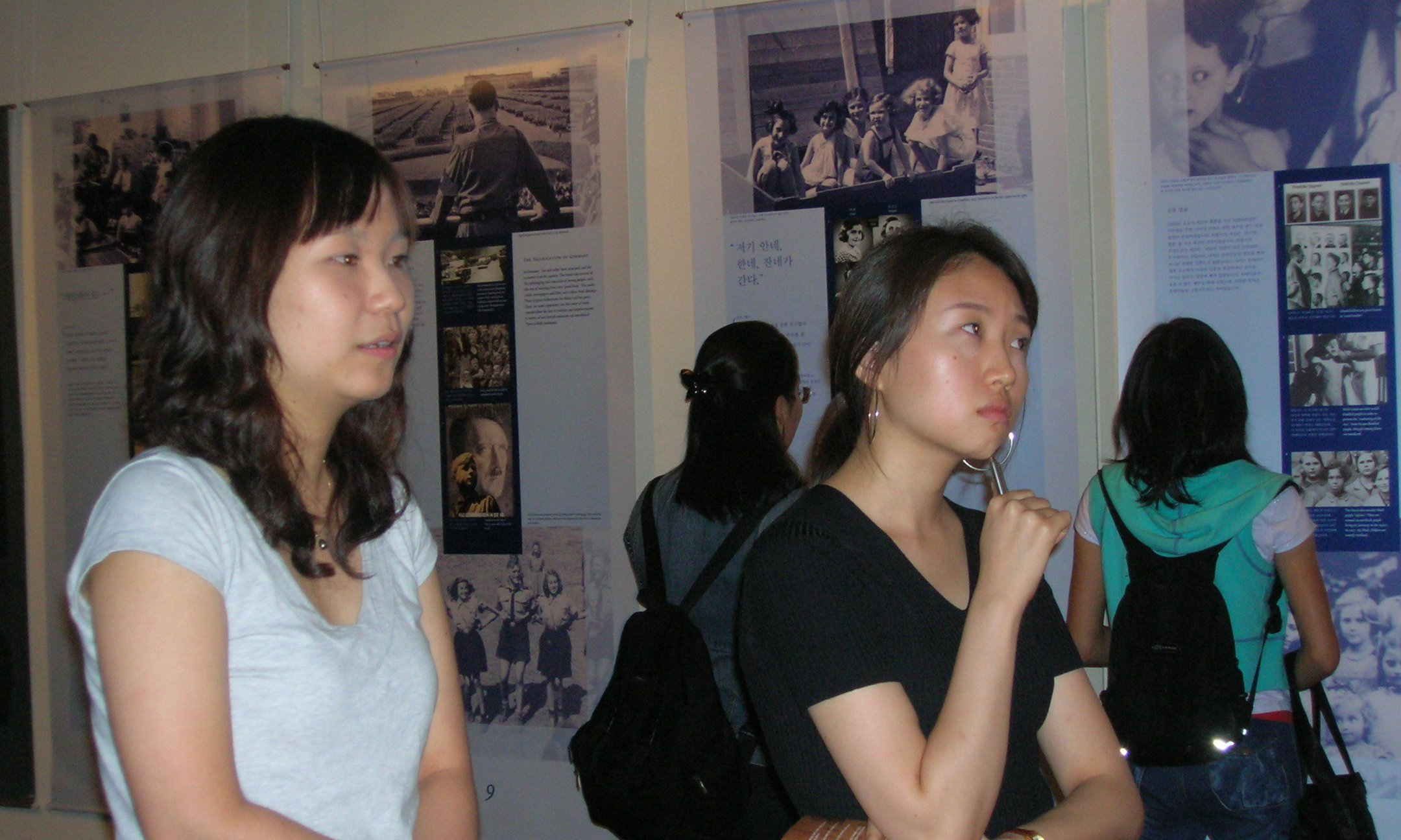 Young visitors to the exhibition Anne Frank a History for today in South Korea