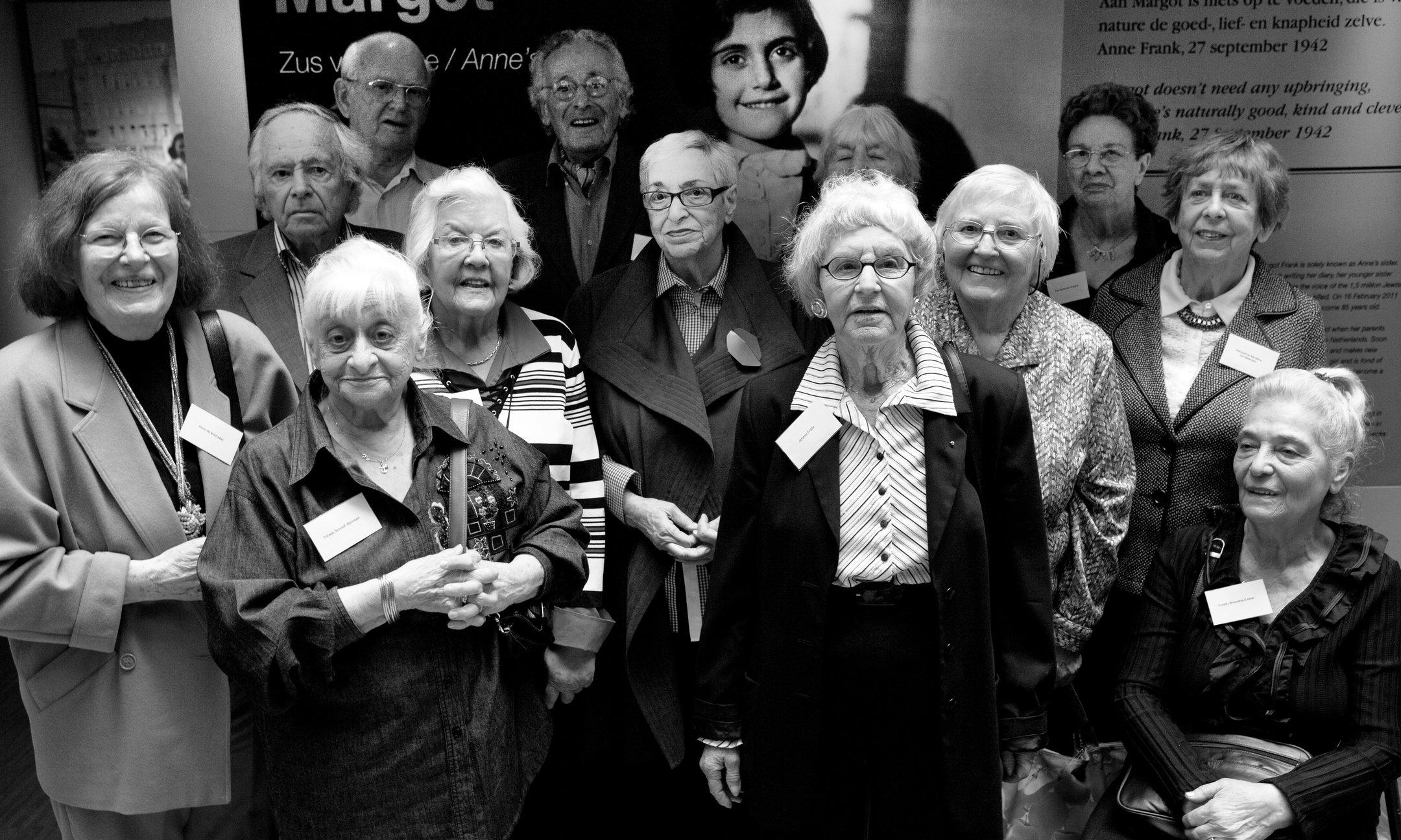 """Tijdgenoten van Margot Frank bij de opening van de tentoonstelling """"Margot, zus van Anne"""" (2011)"""
