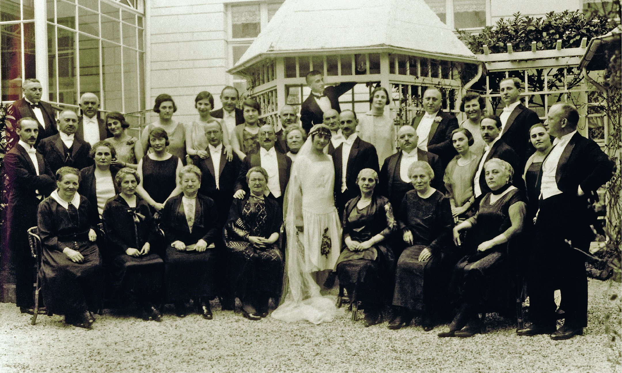 Otto and Edith Frank with their wedding guests, 12 May 1925.
