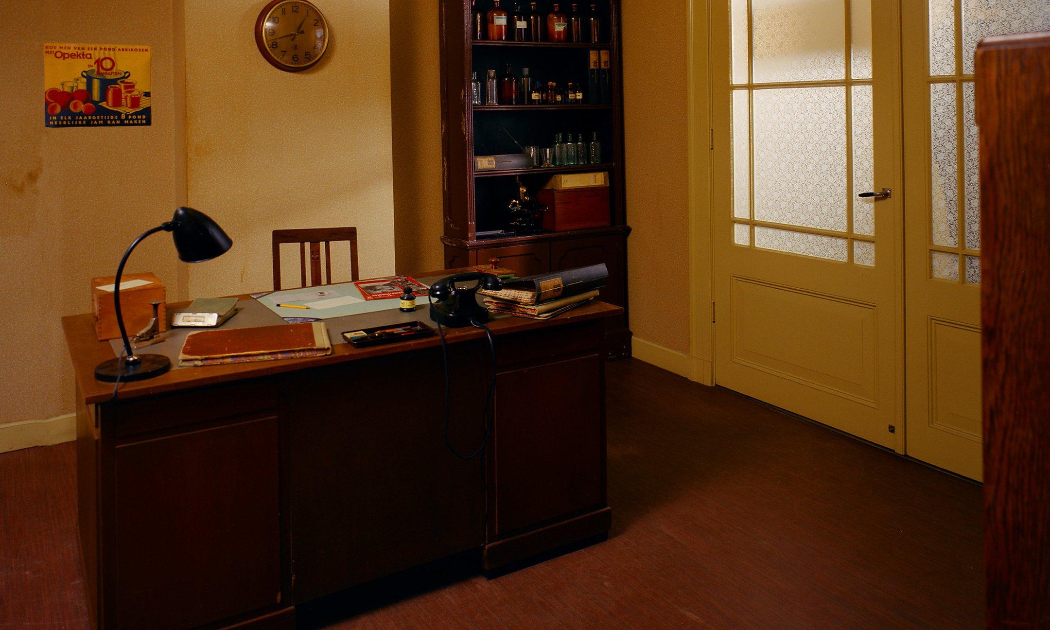 Het kantoor van Victor Kugler, reconstructie, 1999.