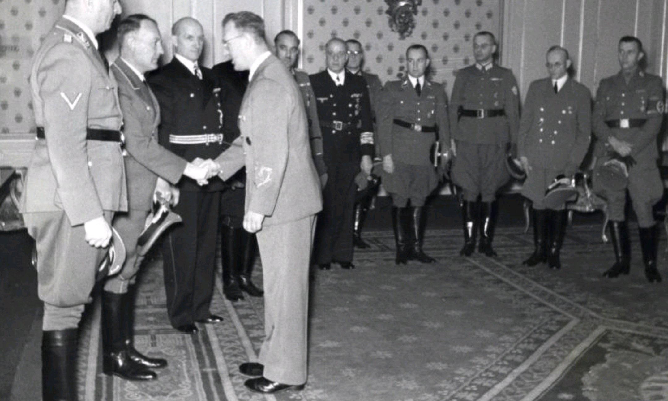 Reich Commissioner Arthur Seyss-Inquart shakes hands with Friedrich Wimmer. Next to him is Hanns Albin Rauter (1 January 1943).