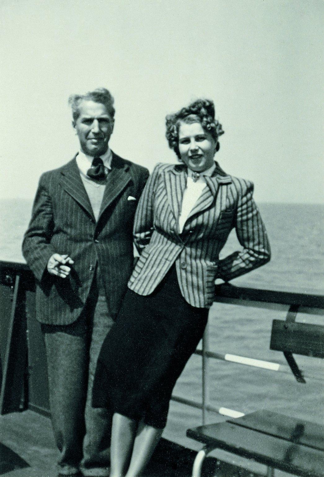Fritz Pfeffer mit seiner Verlobten Charlotte Kaletta, um 1940.