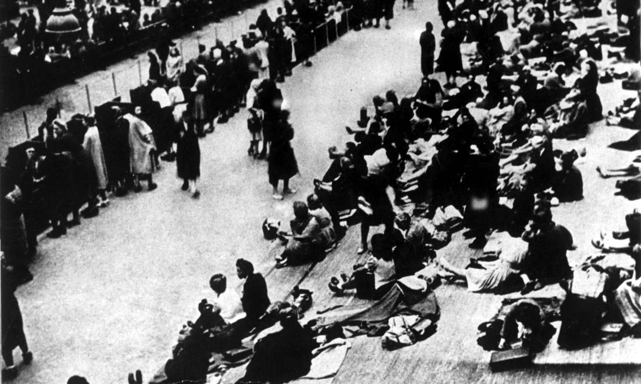 16 July 1942. By order of the Nazis, the French police arrests more than 13,000 foreign Jews, among whom are 4,000 children. Most of them die in Auschwitz.