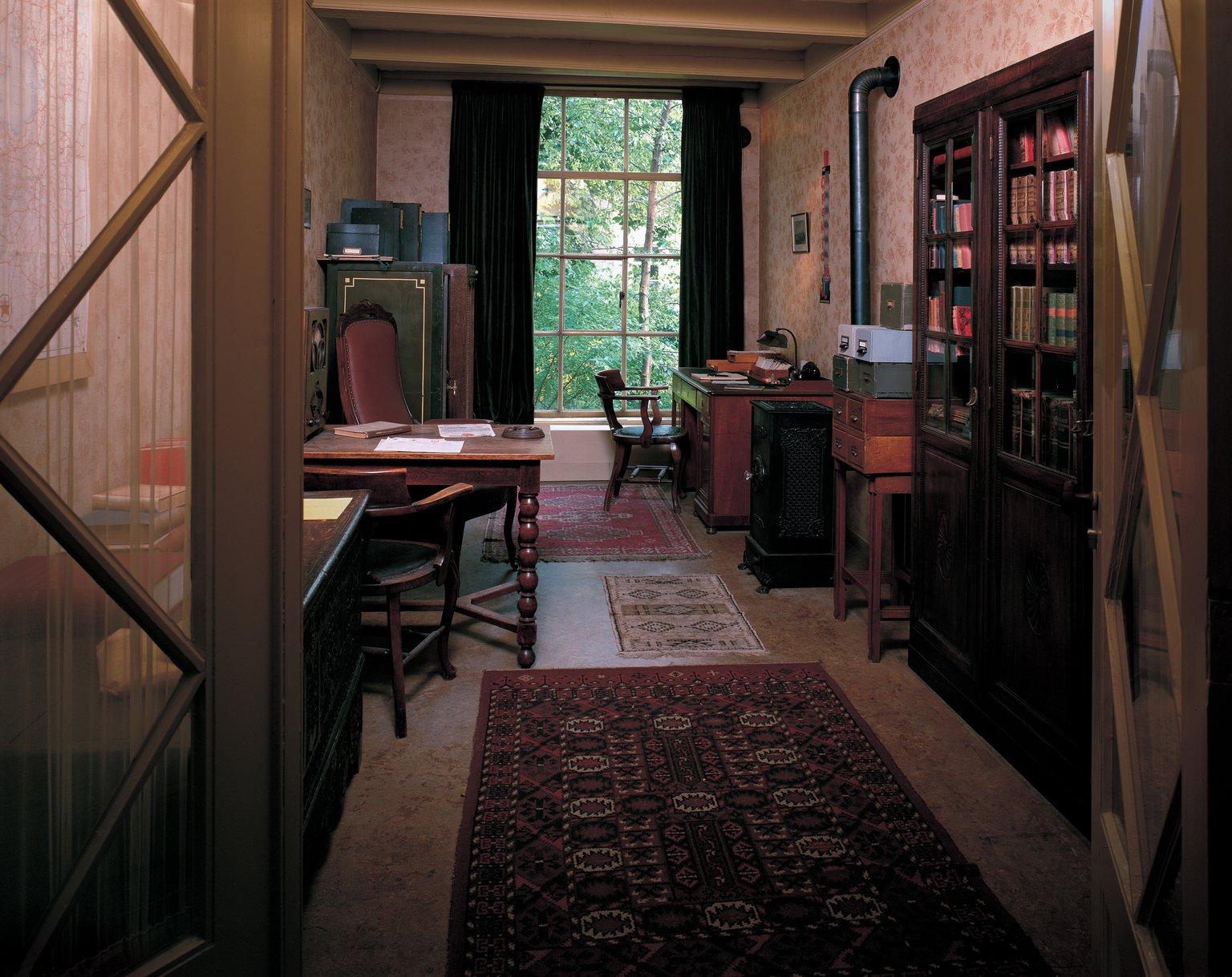 Een blik in het privé-kantoor, reconstructie (1999).