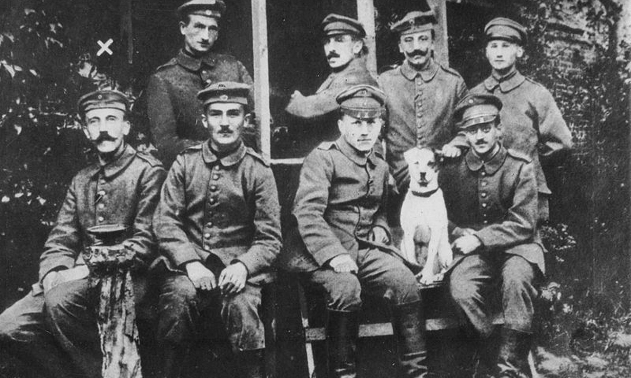 German soldiers during the First World War. At the far left: Hitler as a young soldier (around 1914).