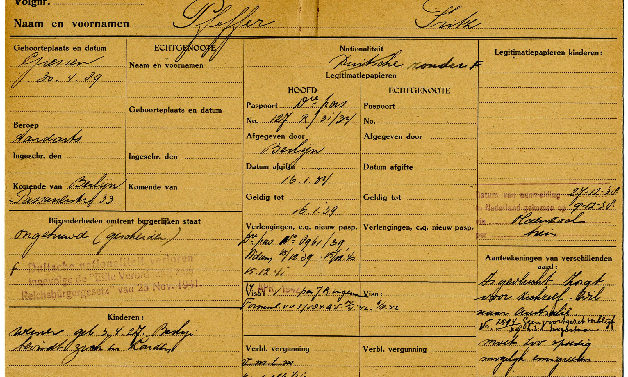Fritz Pfeffer's registration card from the Amsterdam Immigration Authorities (1939)
