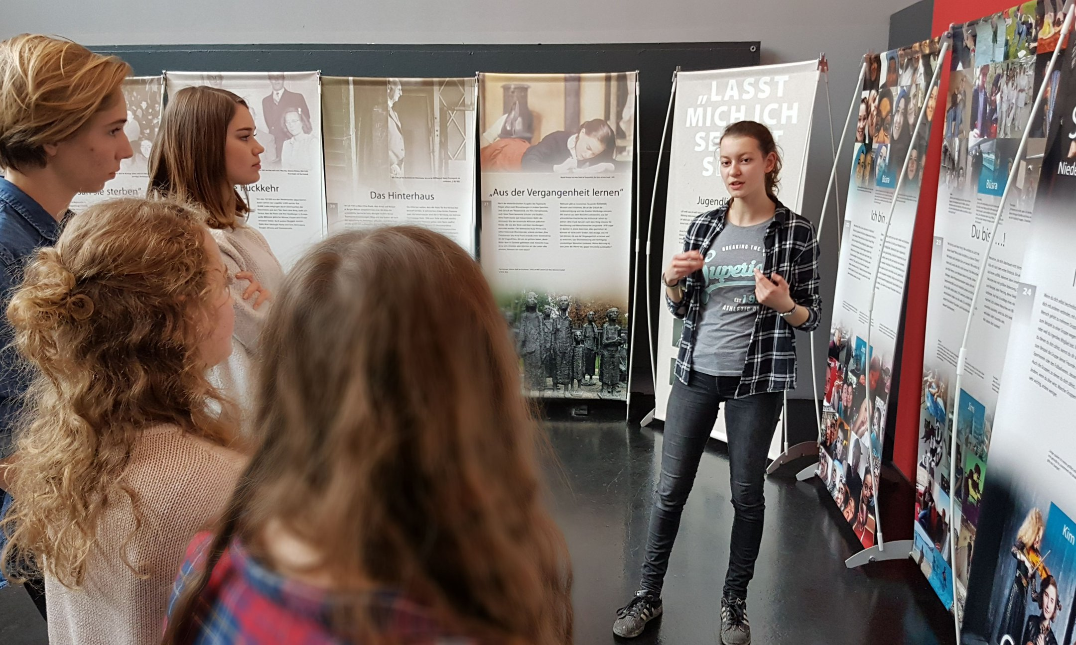 Student guiding a group at the Anne Frank - Let me be myself exhibition in Dornbirn (March 2017)