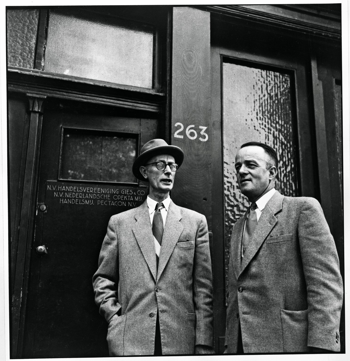 Johannes Kleiman (on the left) and Victor Kugler in front of Prinsengracht 263, 1954.