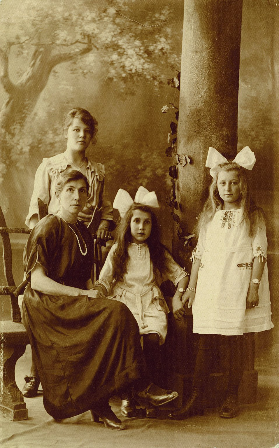 Miep (right) with her foster mother, sister-in-law and foster-sister; around 1921.