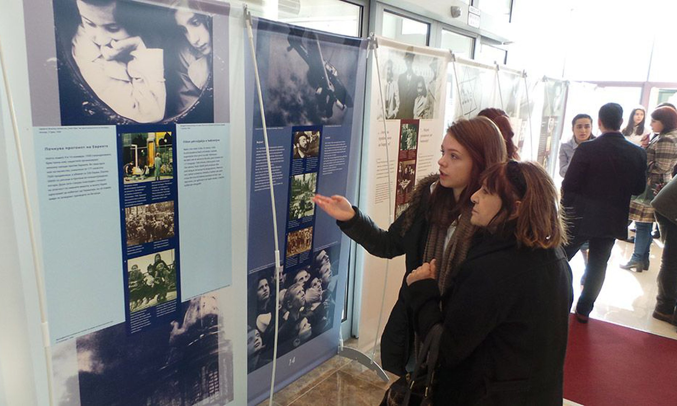 Peer guide presenting the exhibition in the first opening in Skopje (January 2016)