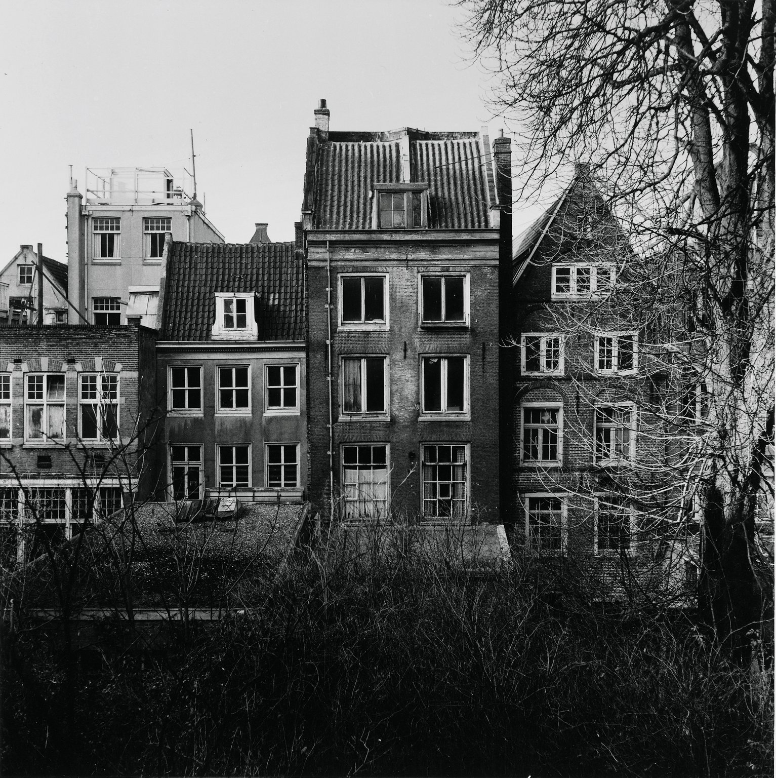The annex on the Prinsengracht in Amsterdam in 1954. Anne Frank and the other people in hiding lived here for two years.