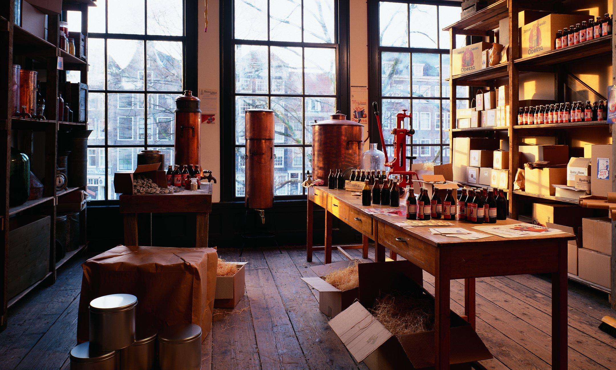 El depósito en la segunda planta de la casa delantera (reconstrucción, 1999).