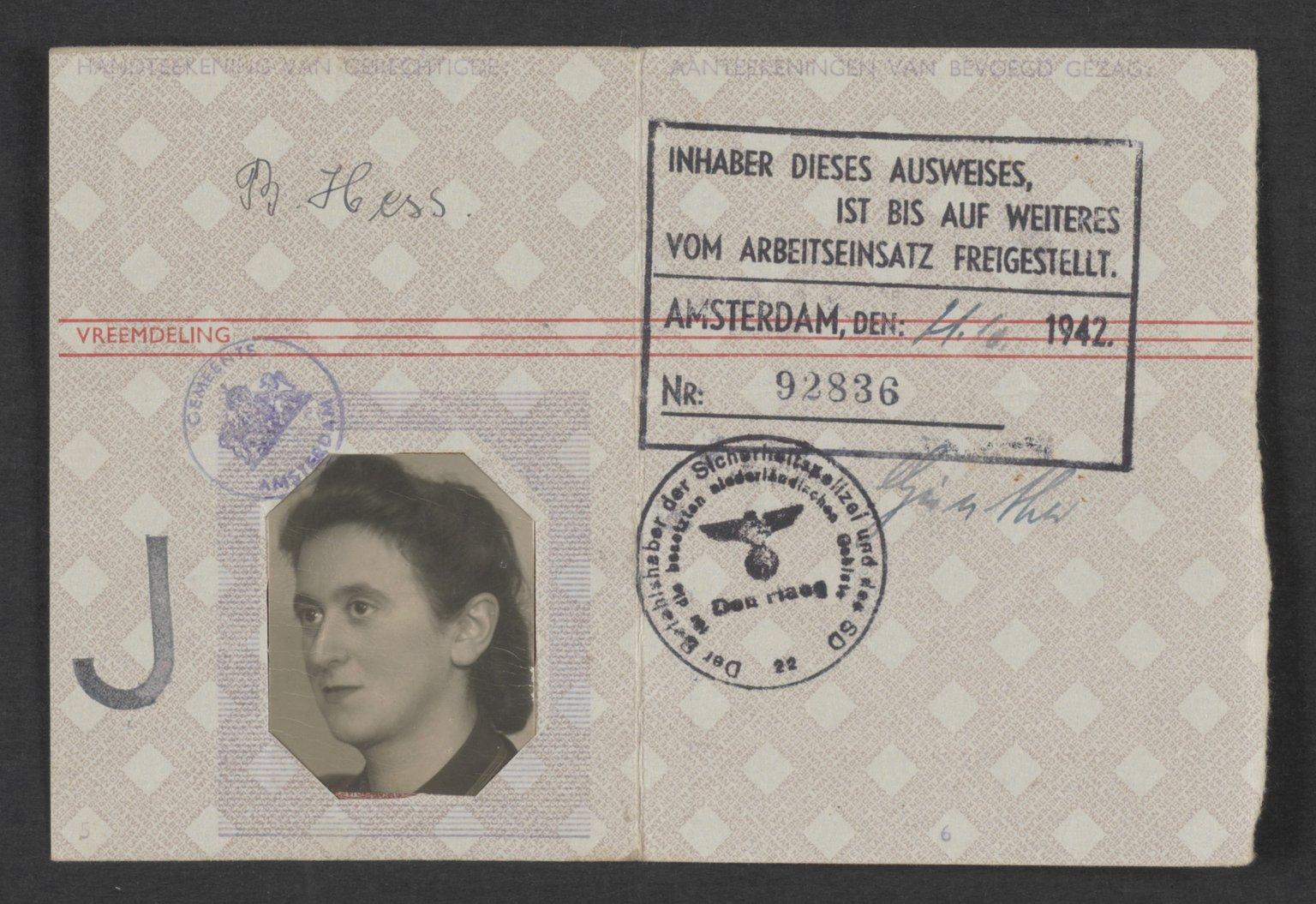 Identity card of Bertel Hess (niece of Hermann van Pels), issued in Amsterdam on 21/10/1942.