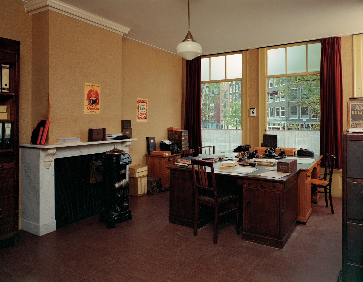 The office of Johannes Kleiman, Miep Gies and Bep Voskuijl, reconstruction (1999).