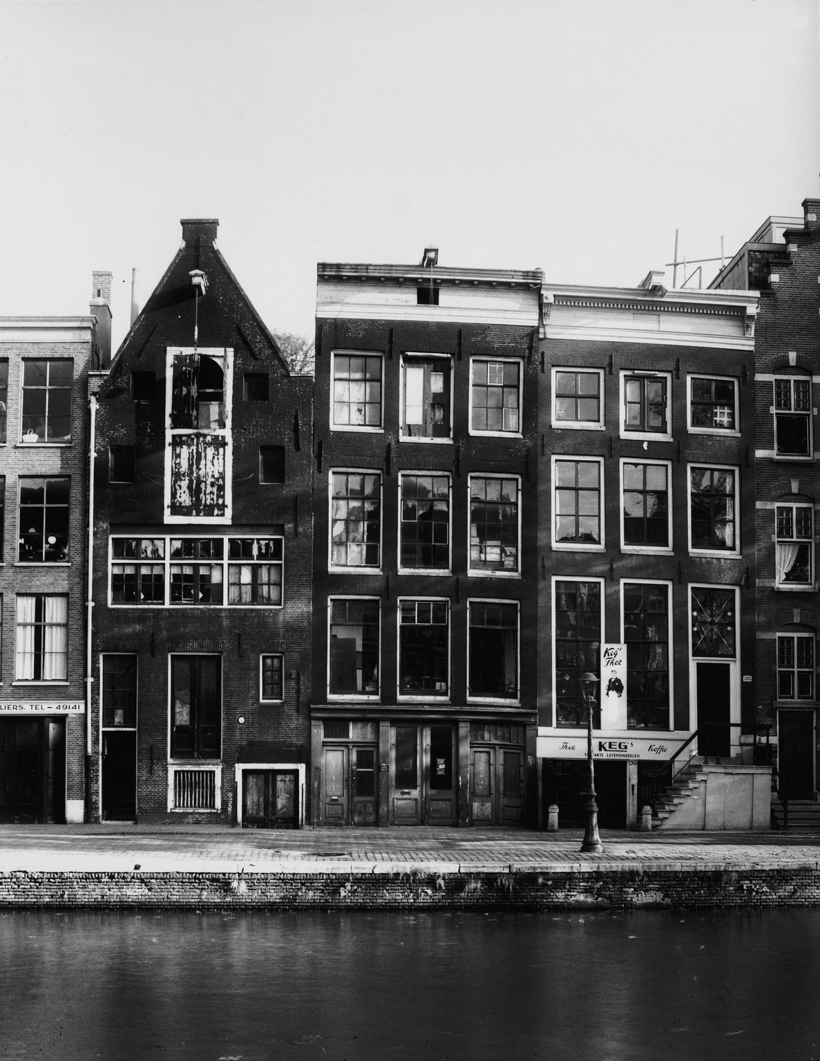 Otto Frank's business premises, Prinsengracht 263 (centre), around 1947.