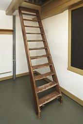 Escaleras en la habitación de Peter van Pels