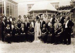 Otto y Edith Frank con los invitados a su boda (Aquisgrán, 1925)