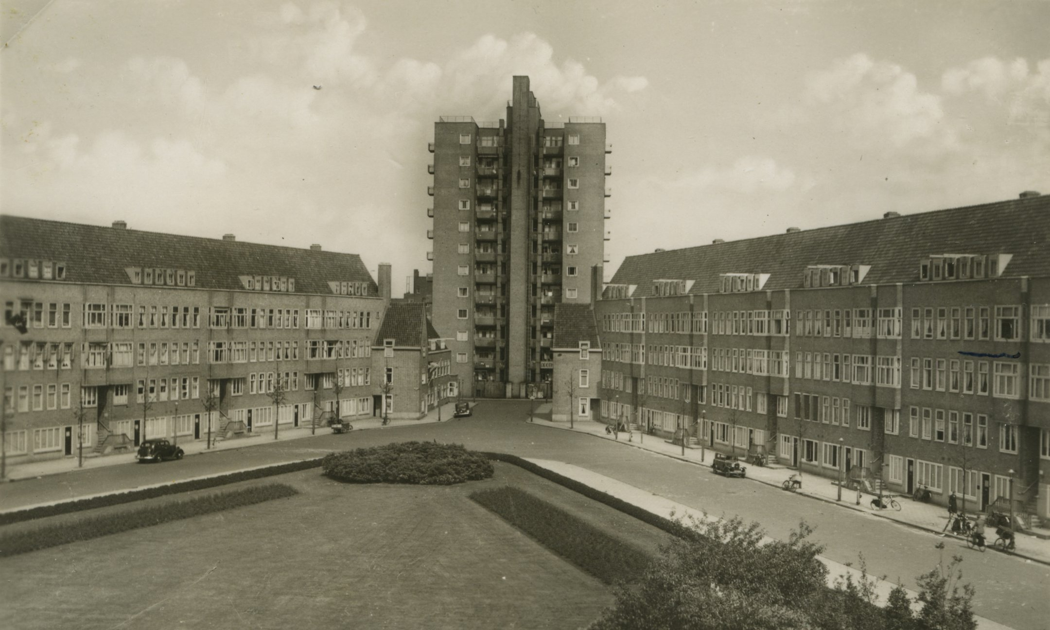 Postcard from the 1930s, showing Merwedeplein. With a pen is indicated (right, centre) where the Frank family lives.