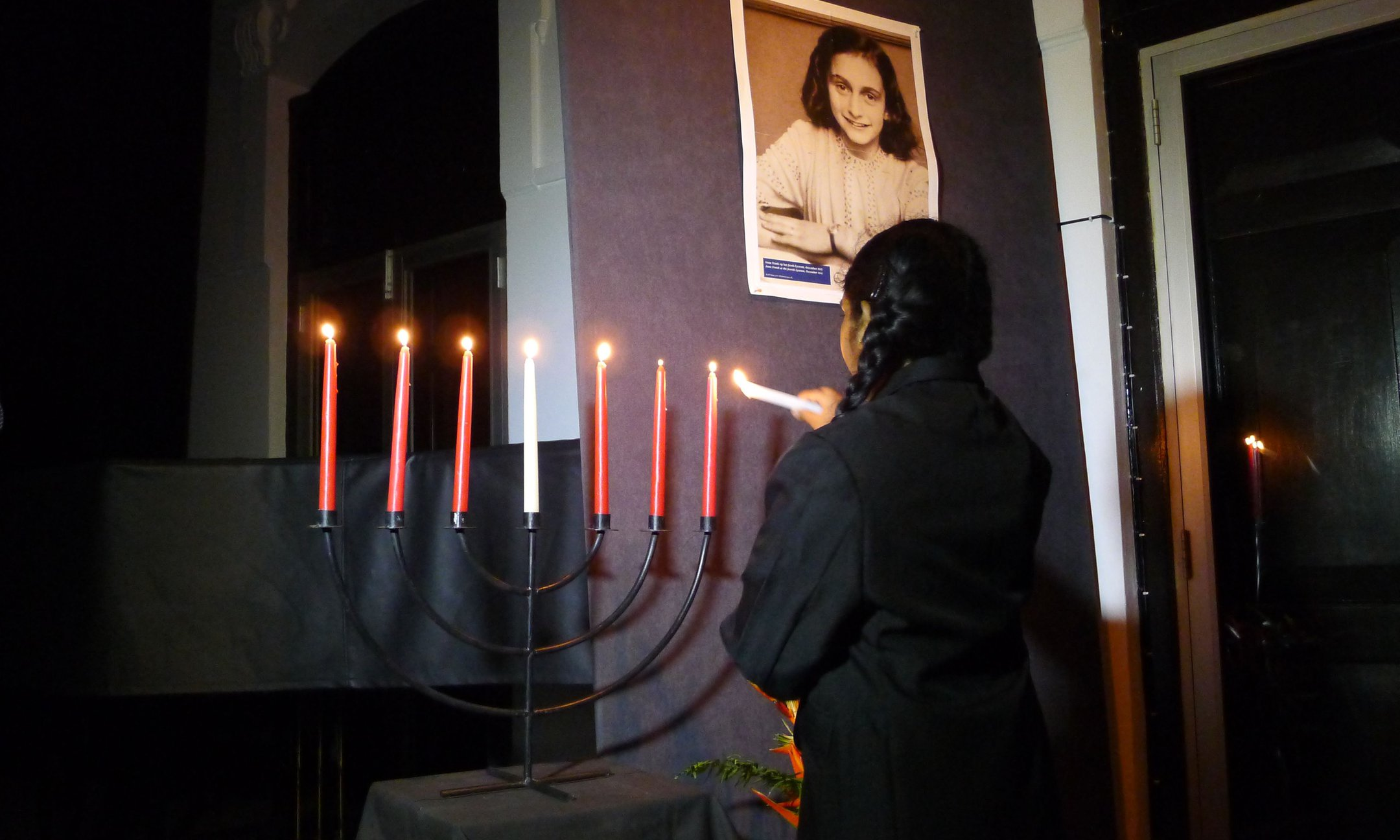 Peer guide lighting the Menorah during the opening ceremony in Colombo (2015)