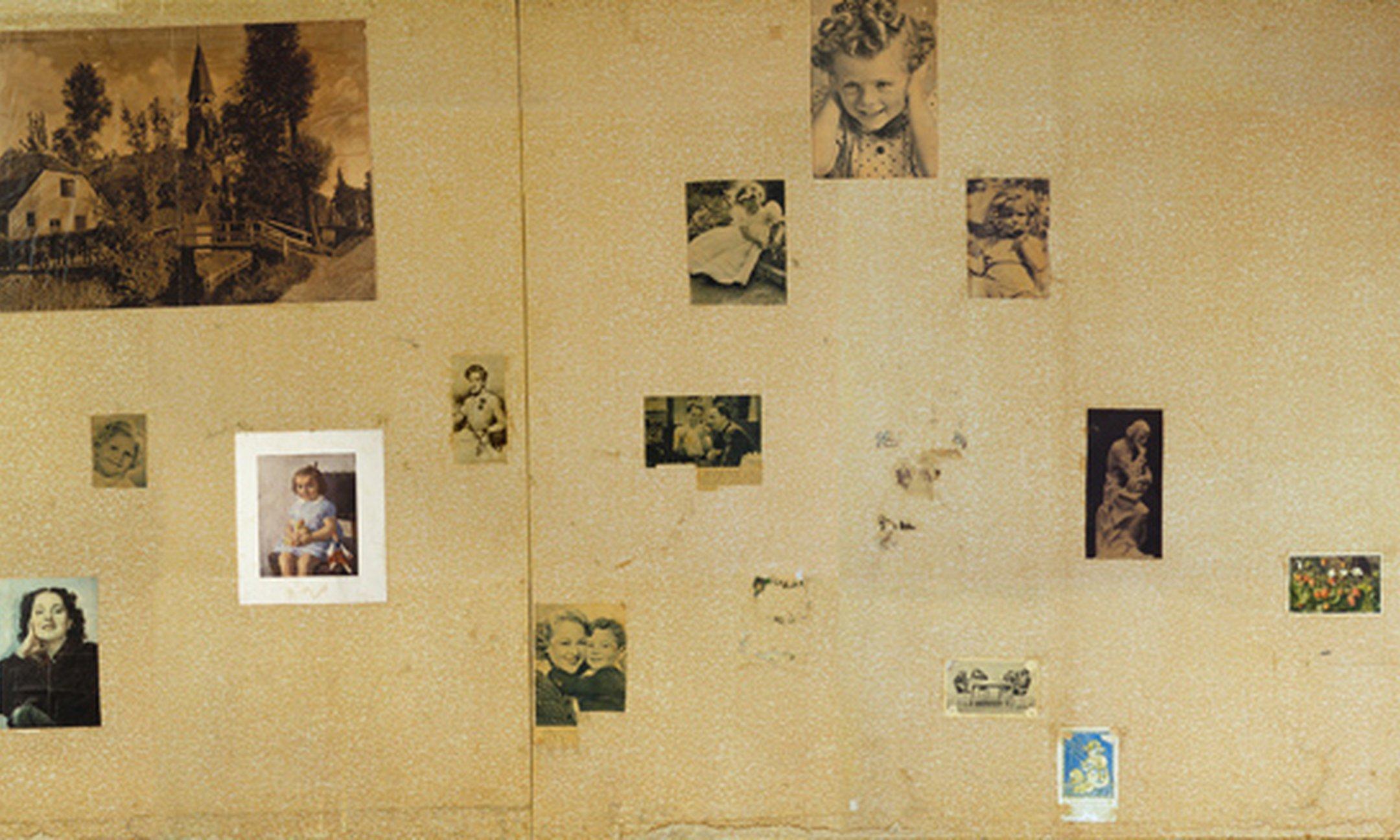 Pared con fotos en la habitación de Ana Frank